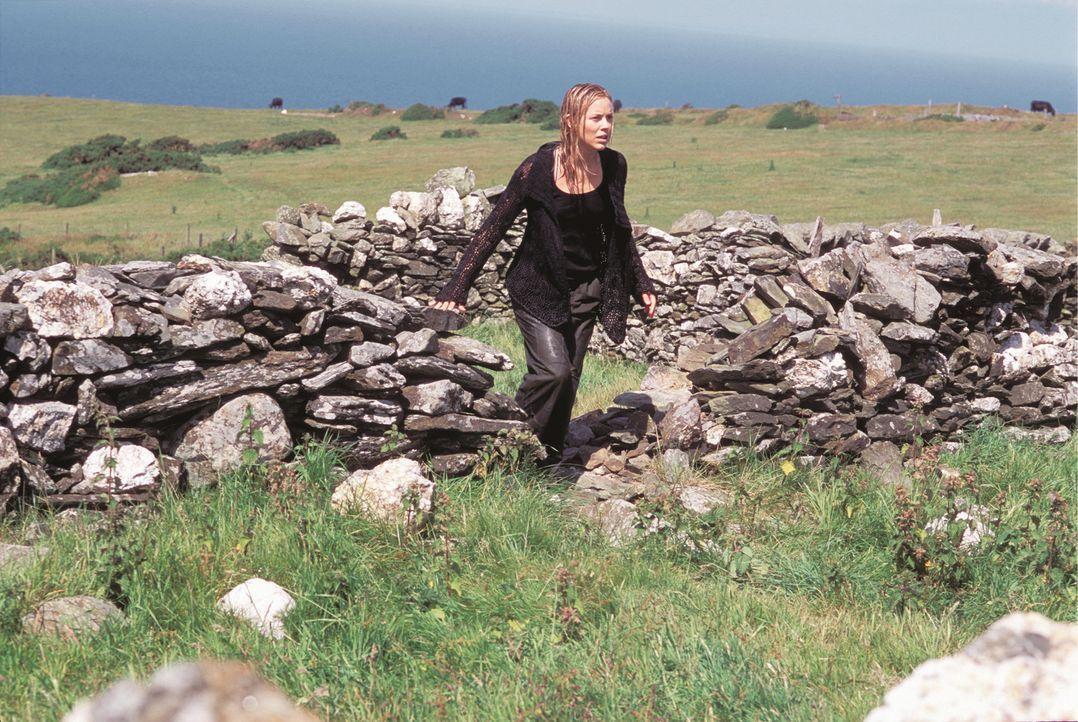 Noch ahnt Adelle (Maria Bello) nicht, dass nichts so ist, wie es scheint ... - Bildquelle: Constantin Film
