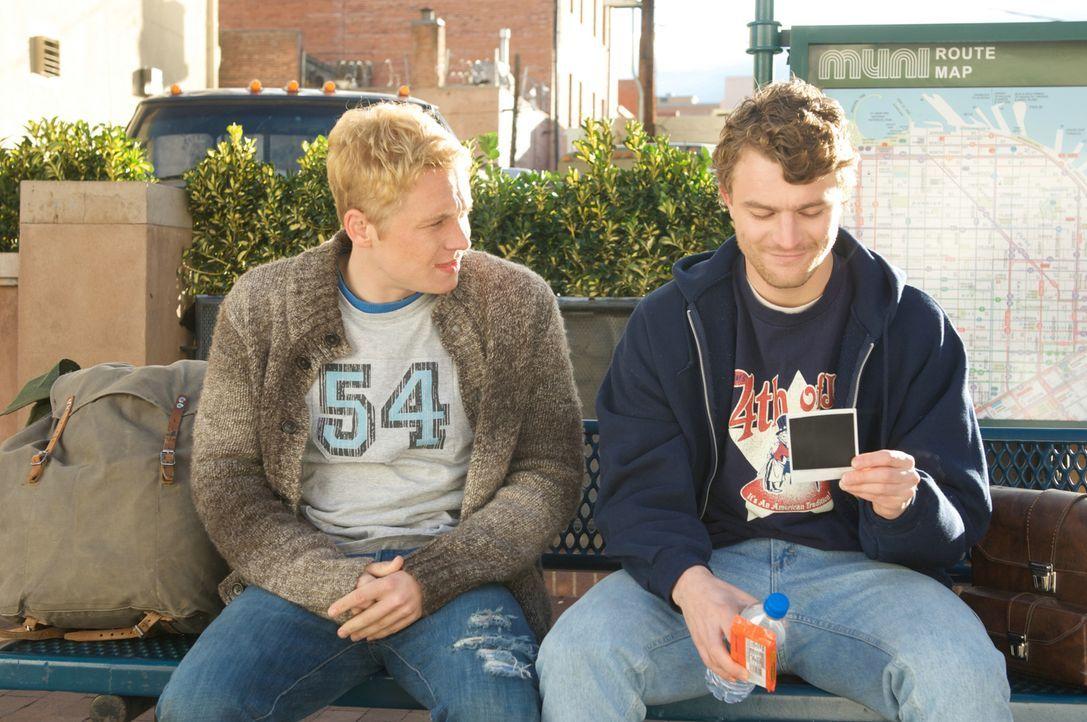 Eine echte Freundschaft hält auch den härtesten Prüfungen stand: Veit (Friedrich Mücke, r.) und Tom (Matthias Schweighöfer, l.) ... - Bildquelle: Sony Pictures Television Inc. All Rights Reserved.