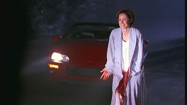 Betsy Monroe (Grace Phillips), die zweite Frau eines Dämonen, behauptet, dass...