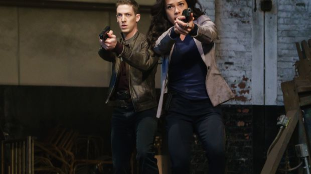 Joe (Zach Appelman, l.) und Sophie (Jessica Camacho, r.) müssen versuchen, ei...