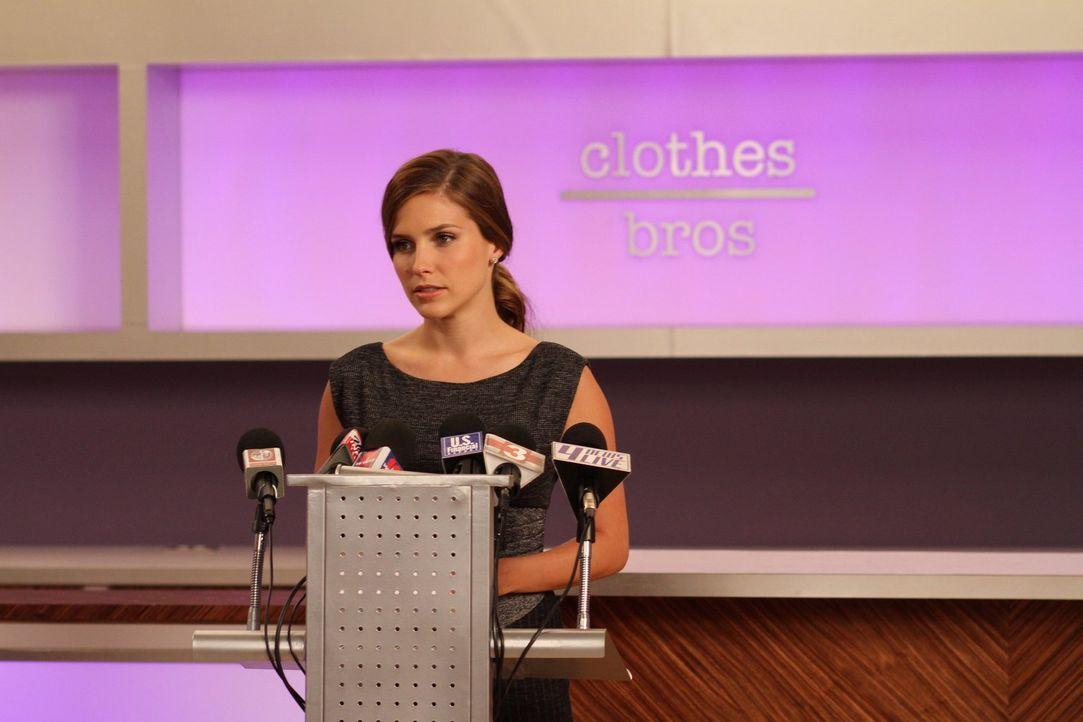"""Muss sich der Presse stellen und ankündigen, wie es mit """"clothes over bros"""" weitergehen soll: Brooke (Sophia Bush) ... - Bildquelle: Warner Bros. Pictures"""