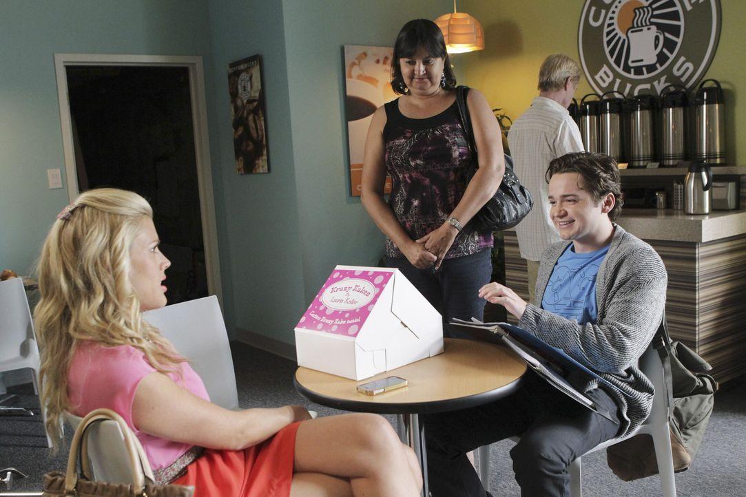 Travis (Dan Byrd, r.) rät Laurie (Busy Philipps, l.), den Job bei seiner Mutter zu kündigen, um sich so voll auf ihr Kuchen-Geschäft konzentriere... - Bildquelle: 2011 American Broadcasting Companies, Inc. All rights reserved.