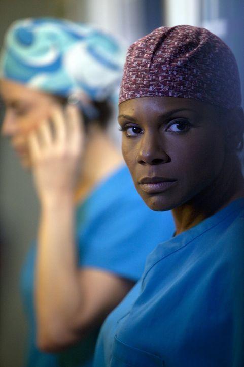 Während Amelia von den Gedanken an den Alkohol nicht mehr los kommt, trifft Naomi (Audra McDonald) eine Entscheidung, die ihr und das Leben ihrer F... - Bildquelle: ABC Studios