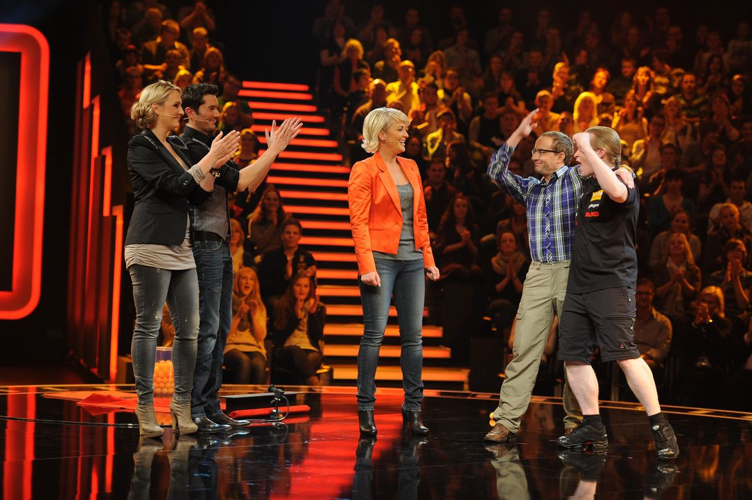 """""""Die perfekte Minute"""" - Hoch dramatisch, spannend und atemberaubend schnell: Ulla Kock am Brink (M.), Britt Hagedorn (l.), Stefan Gödde (2.v.l.), W... - Bildquelle: SAT.1"""