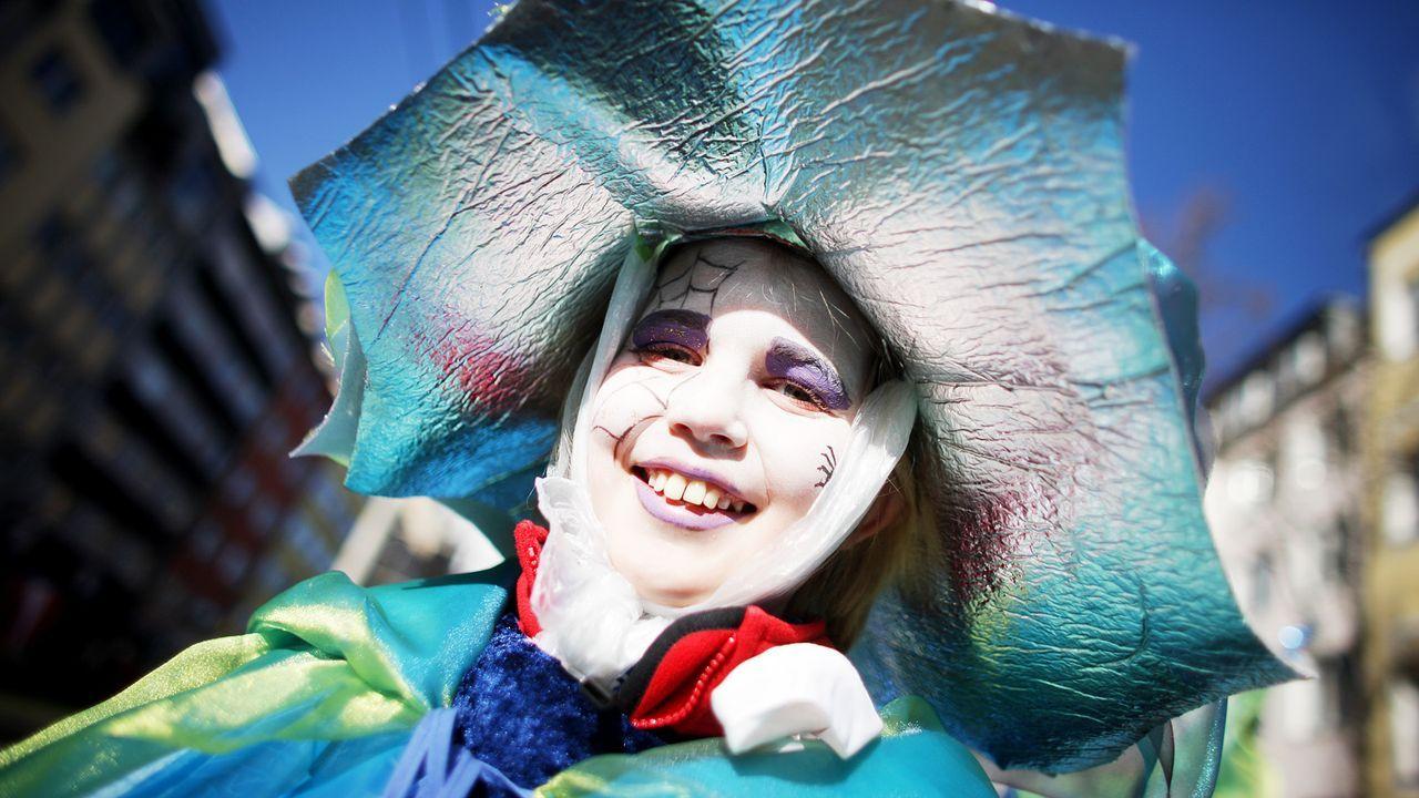 karneval-fasching-kostuem-skurril-11-03-06-dpa