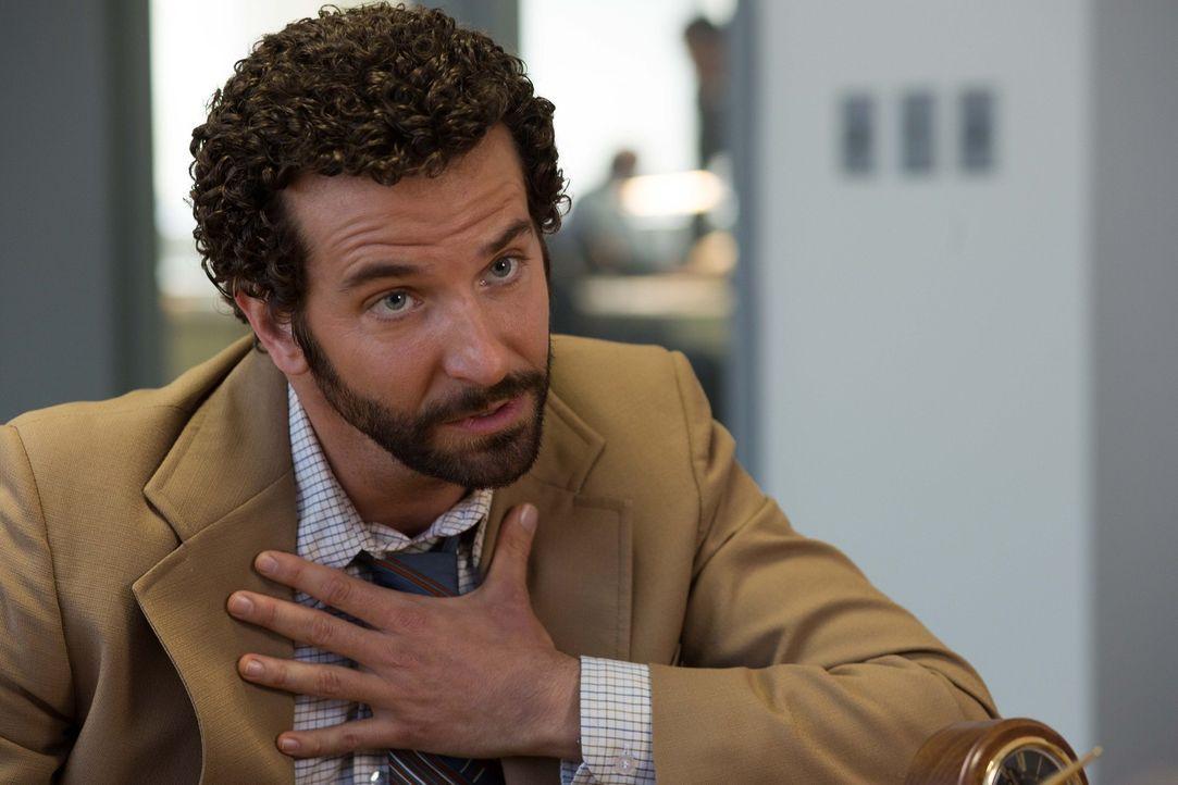 Als der FBI-Agent Richie DiMaso (Bradley Cooper) zwei brillante Trickbetrüger als Lockvögel auf die Politikprominenz New Jerseys ansetzt, um deren K... - Bildquelle: TOBIS TFILM