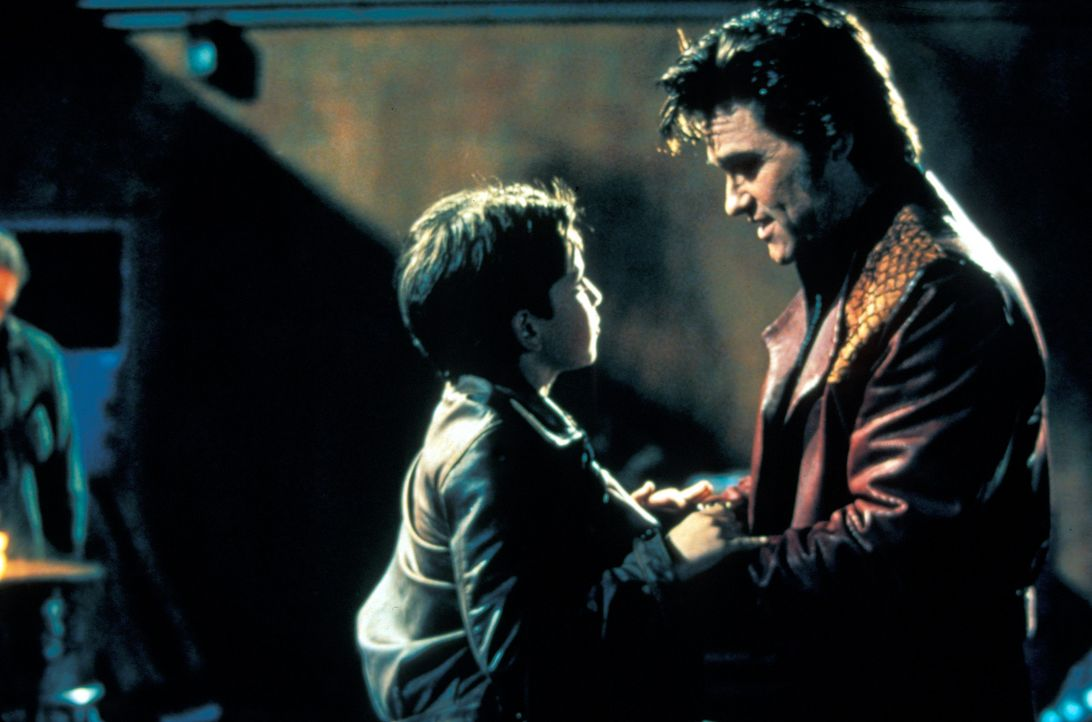 Als Michael (Kurt Russell, r.) bemerkt, dass sein Portemonnaie gestohlen wurde, kommt für ihn nur ein Täter infrage: Meisterdieb Jesse (David Kaye,... - Bildquelle: Francise Pictures
