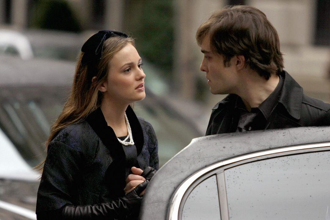 Blair (Leighton Meester, l.) sagt Chuck (Ed Westwick, r.) endlich, dass sie ihn liebt, aber Chuck ist zu fertig, um es zuzulassen ... - Bildquelle: Warner Brothers