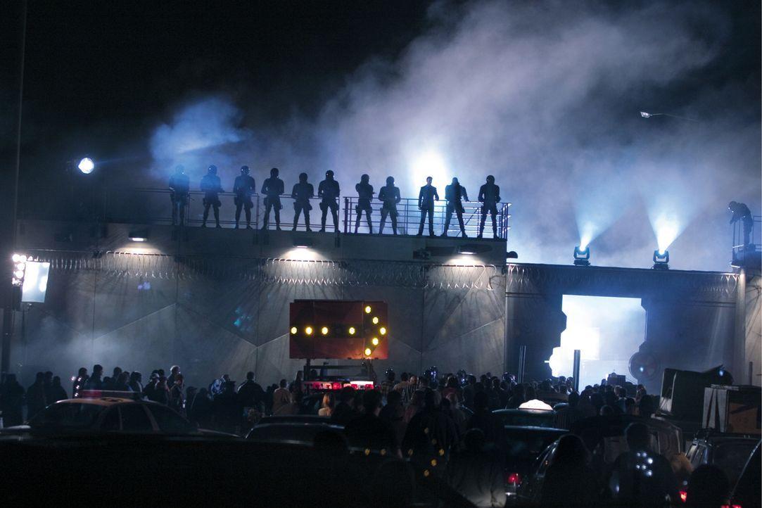 Racoon City im Ausnahmezustand. Das Virus greift immer weiter um sich, die Zombies überrennen die Stadt! - Bildquelle: Constantin Film
