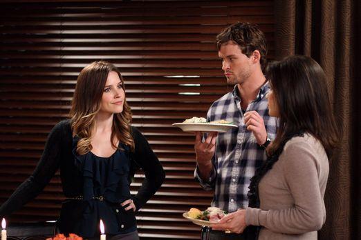 One Tree Hill - Nachdem Brooke (Sophia Bush, l.) ihr erstes Thanksgiving-Dinn...