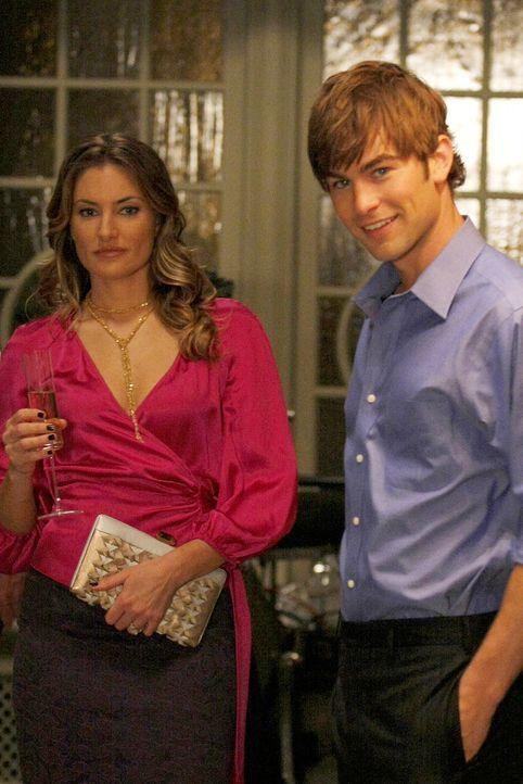 Nate (Chace Crawford, r.) ist auch weiterhin glücklich mit Catherine (Mädchen Amick, l.). Doch schon bald merkt er, dass ihm Vanessa mehr bedeutet a... - Bildquelle: Warner Brothers