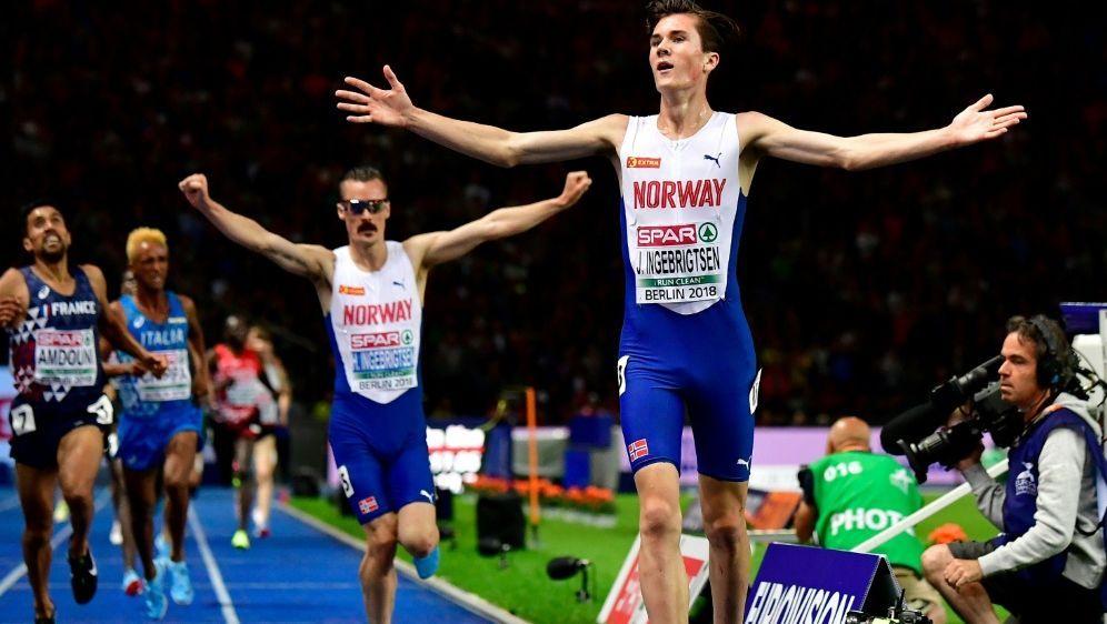 Jakob Ingebrigtsen gewinnt Gold über 5000 Meter - Bildquelle: AFPSIDTobias SCHWARZ
