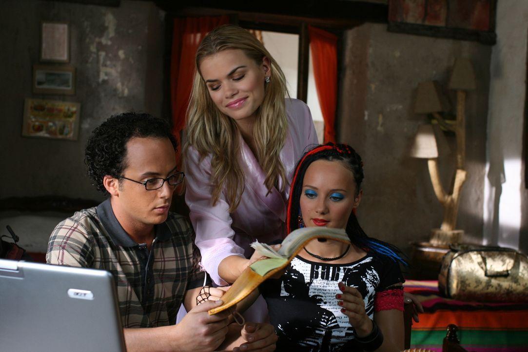Eines Tages reisen die Zooranger nach Südamerika. Schon bald geraten Bionda (Nicolette van Dam, M.), Moes (Jon Karthaus, l.) und Taffie (Monique van...