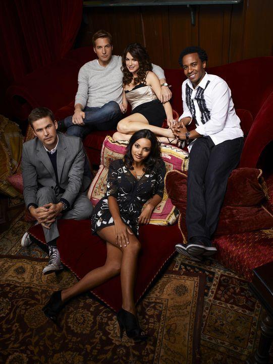 (1. Staffel) - Sind immer füreinander da: Fitz (Andre Holland, r.), Ben (Ryan Hansen, hinten l.), Sara (Danneel Ackles, hinten r.), Riley (Jessica L... - Bildquelle: Mitchell Haaseth NBC Universal, Inc.