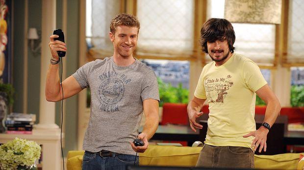 Zack (Jon Foster, l.) und sein Freund Davis (Nicolas Wright, r.) vertreiben s...