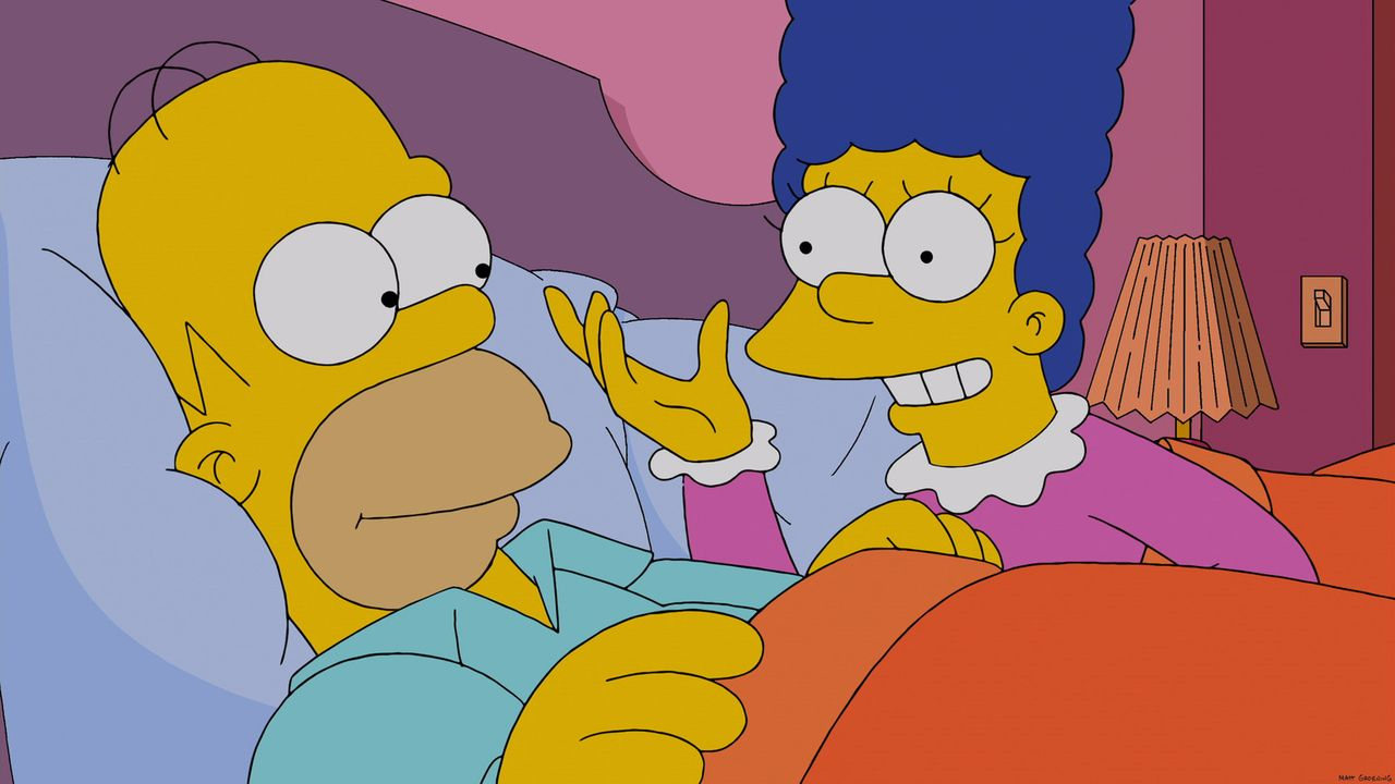 Homer (l.) macht sich große Sorgen um seine Ehe: Seit er Marge (r.) mit Hilfe der Datenbrille von Mr. Burns beobachten kann, weiß er, dass sie einma... - Bildquelle: 2013 Twentieth Century Fox Film Corporation. All rights reserved.
