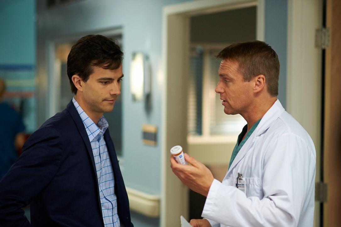 Besuchen gemeinsam eine Therapiesitzung: Gavin (Kristopher Turner, l.) und Charlie (Michael Shanks, r.) ... - Bildquelle: 2012  Hope Zee One Inc.
