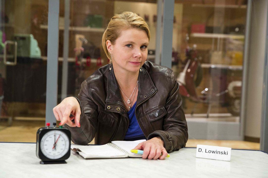 (5. Staffel) - Neue Aufgaben warten auf Danni Lowinski (Annette Frier) ... - Bildquelle: Frank Dicks SAT. 1