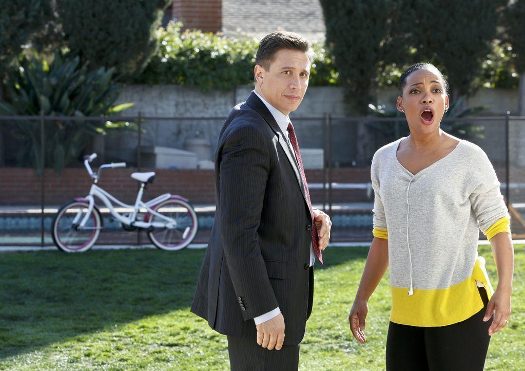 Was ist mit Vostanik Sobatino (Erik Palladino, l.) und Michelle alias Quinn (Aunjanue Ellis, r.) los? - Bildquelle: CBS Studios Inc. All Rights Reserved.