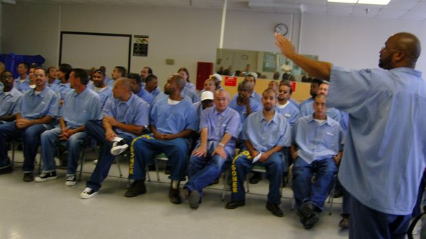 Lockdown begleitet Häftlinge des Ironwood State Prison, die unter schweren Be...