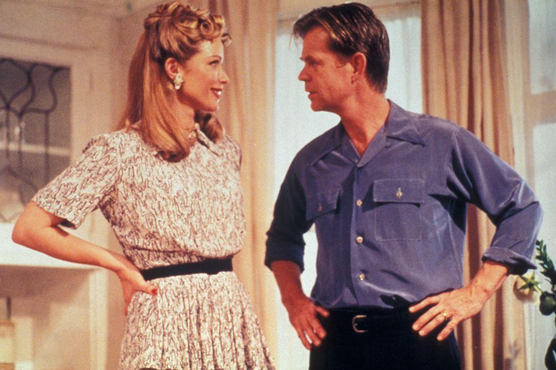 In guten wie in schlechten Zeiten ein Paar: Nate Travers (William H. Macy, r.) und seine Ehefrau Rachel (Lauren Holly, l.) ... - Bildquelle: Splendid Pictures