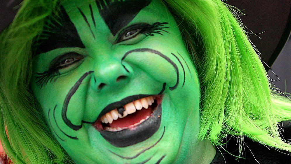 Als Hexe Schminken Gruseliges Karnevals Make Up Sat1 Ratgeber