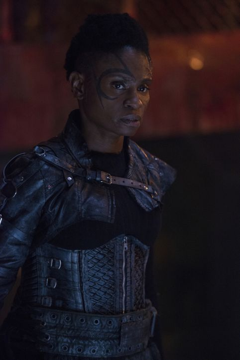 Indra (Adina Porter) - Bildquelle: Diyah Pera 2018 The CW Network, LLC. All rights reserved./Diyah Pera