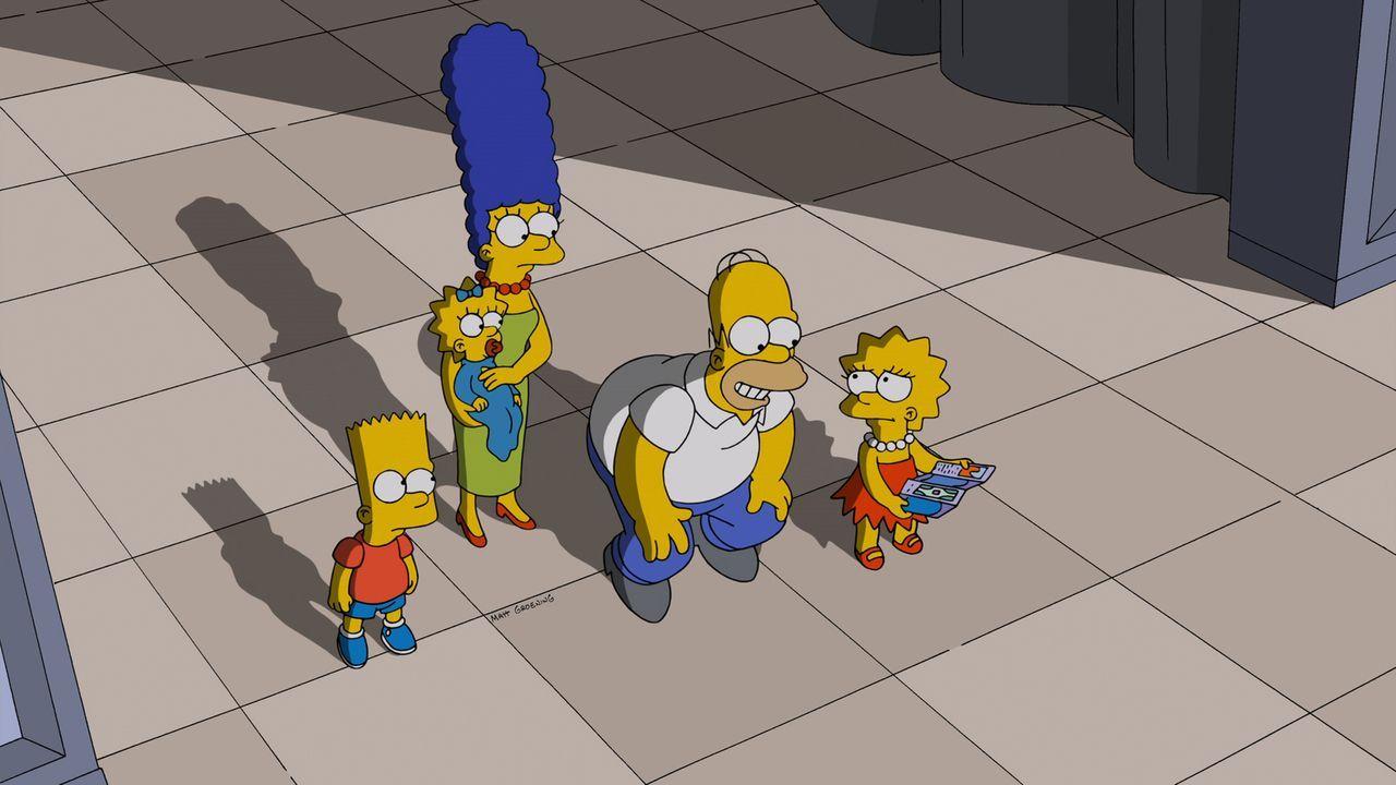 Gerade als ihnen der Park zu langweilig wird, finden Bart (l.), Maggie (2.v.l.), Marge (M.), Homer (2.v.r.) und Lisa (r.) ein weiteres Fahrgeschäft... - Bildquelle: 2014 Twentieth Century Fox Film Corporation. All rights reserved.