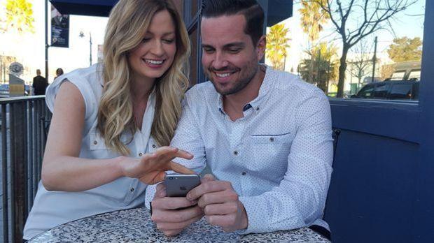 Auf den virtuellen Kontakt folgt oft ein erstes Beschnuppern im Café.