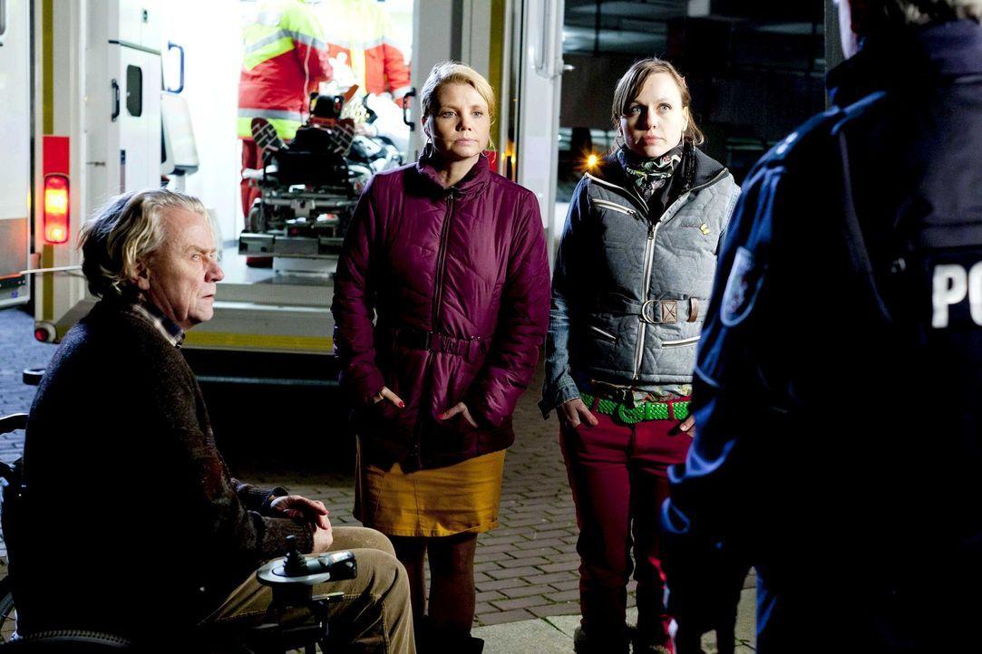 Während Danni (Annette Frier, M.) an einem neuen Fall arbeitet und Bea (Nadja Becker, r.) überlegt, ob sie zu ihrem neuen Freund ziehen soll, hat Ku... - Bildquelle: Frank Dicks SAT.1