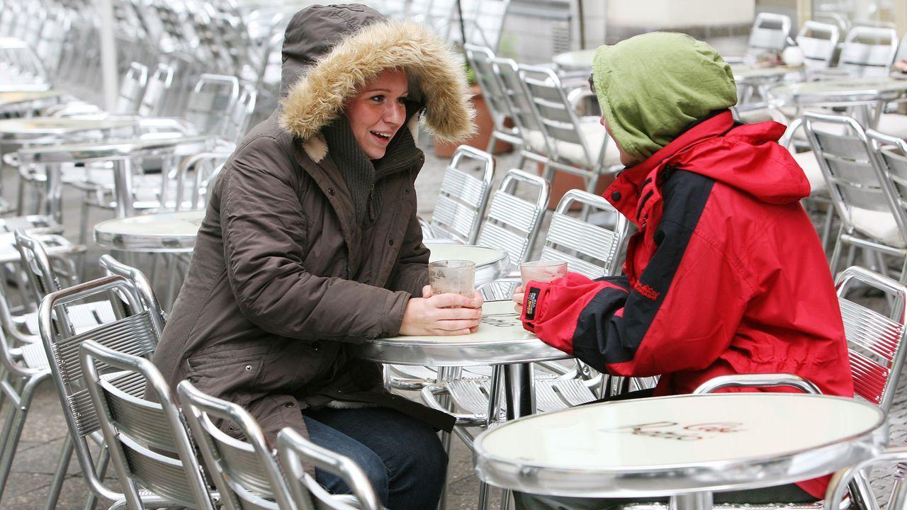 winterspecial-kaffee-trinken-07-06-27-dpa - Bildquelle: dpa