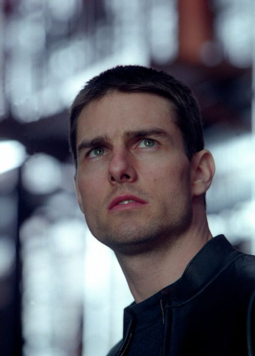 Ausgerechnet der Chef der Pre-crime-Cops, John Anderton (Tom Cruise), gerät unter Mordverdacht und bricht aus dem ausgeklügelten System aus, um se... - Bildquelle: 2002 Dreamworks LLC & 20th Century Fox Film Corp. All Rights Reserved