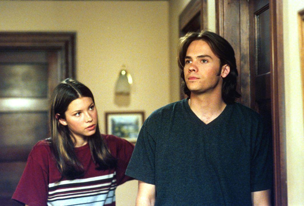 Zwischen Matt (Barry Watson, r.) und Mary (Jessica Biel, l.) kommt es mal wieder zu Streitigkeiten. Nichts Ungewöhnliches unter Geschwistern ... - Bildquelle: The WB Television Network