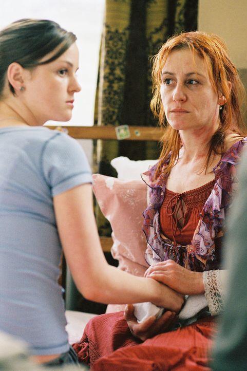 Sarah (Laura-Charlotte Syniawa, l.) und Petra (Ulrike Krumbiegel, r.) Wörnle - Bildquelle: Tom Trambow Sat.1