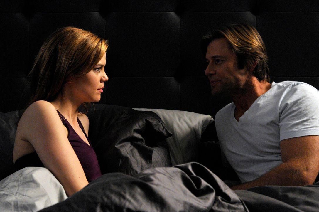 Während Evelyn und Adrian einen wichtigen Geburtstag feiern, bietet Spence (Grant Show, r.) Peri (Mariana Klaveno, l.) an, eine offene Ehe zu führen... - Bildquelle: ABC Studios