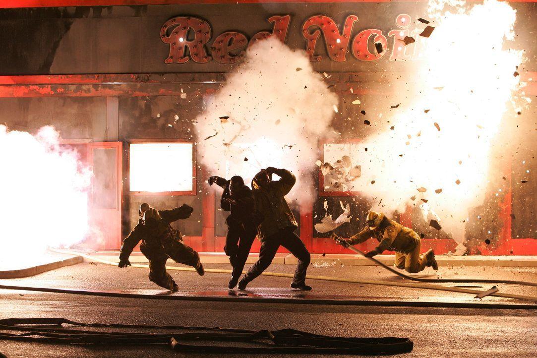 """Das Restaurant """"Red Noir"""" steht am Tag der Wiedereröffnung in  Flammen . Jim ist mit seinen Leuten vor Ort , um das Feuer in den Griff zu und zum Gl... - Bildquelle: ABC Studios"""