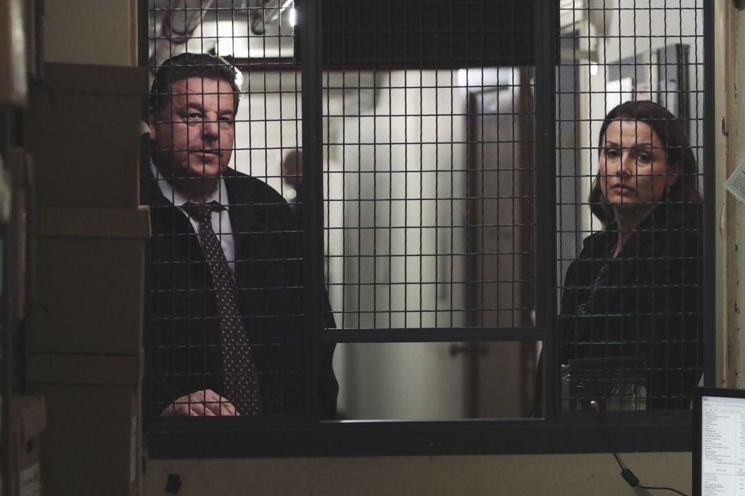 Erin Reagan (Bridget Moynahan, r.) und Anthony Abetemarco (Steve Schirripa, l.) setzen alles daran, den Angeklagten, den ihr Ex-Mann vor Gericht ver... - Bildquelle: Giovanni Rufino 2017 CBS Broadcasting, Inc. All Rights Reserved