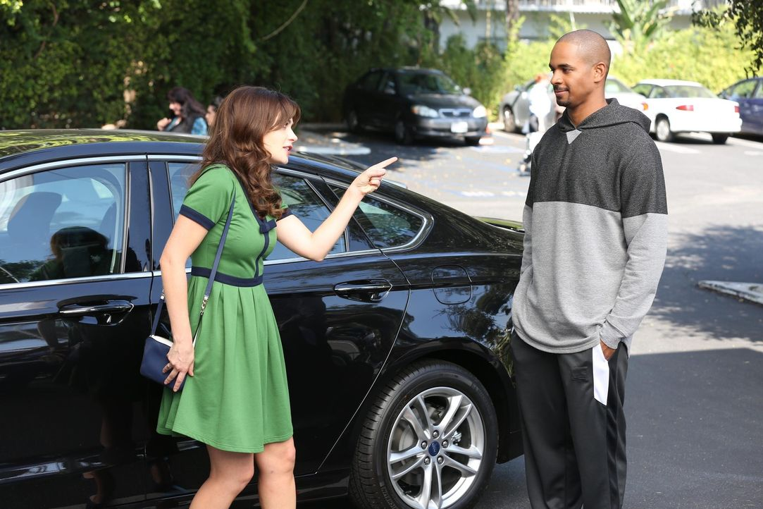 Wird Coach (Damon Wayans Jr., r.) Jess (Zooey Deschanel, l.) alle Chancen, bei Ryan zu landen, zunichte machen? - Bildquelle: 2014 Twentieth Century Fox Film Corporation. All rights reserved.