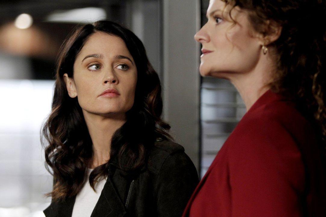 Ermitteln in einem neuen Fall: Teresa (Robin Tunney, l.) und Brenda Shettrick (Rebecca Wisocky, r.) ... - Bildquelle: Warner Bros. Television