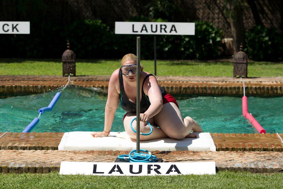 Mit einer Taucherbrille bewaffnet, ertaucht Laura viele Ringe. Doch wird das für den Sieg reichen? - Bildquelle: Enrique Cano SAT.1