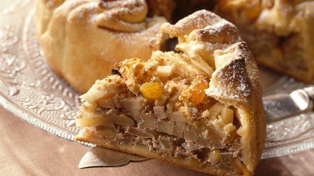 Köstlicher Apfel-Walnuss-Kuchen mit Rosinen