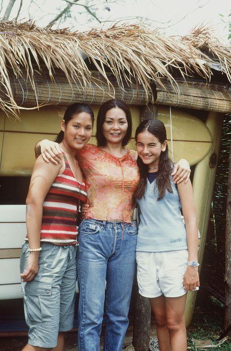Von Gias (Stacie Hess, l.) Mom Malia (Jeanne Mori, M.) erfährt Sydney (Camilla Belle, r.) einiges über ihre verstorbene Mutter ... - Bildquelle: WALT DISNEY COMPANY