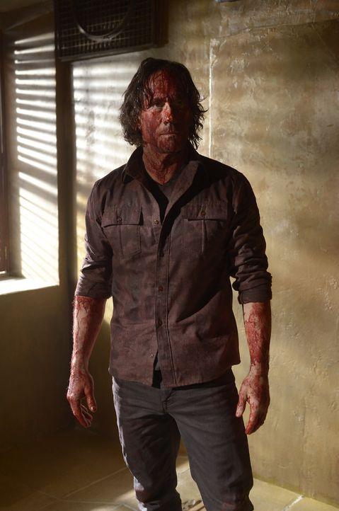 Peter (Neil Napier) geht in seiner neuen Rolle als Anführer auf und schreckt vor nichts zurück, um seine Macht auszubauen ... - Bildquelle: Philippe Bosse 2014 Syfy Media, LLC