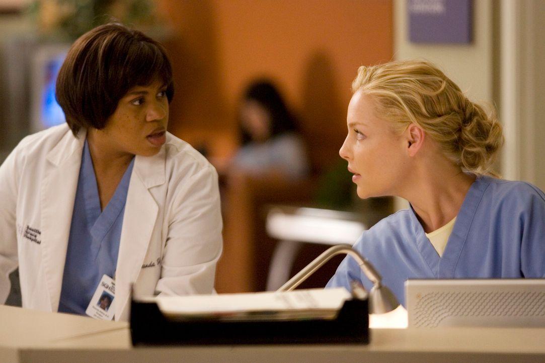 Ein neuer harter Arbeitsalltag beginnt: Bailey (Chandra Wilson, l.) und Izzie (Katherine Heigl, r.) ... - Bildquelle: Touchstone Television