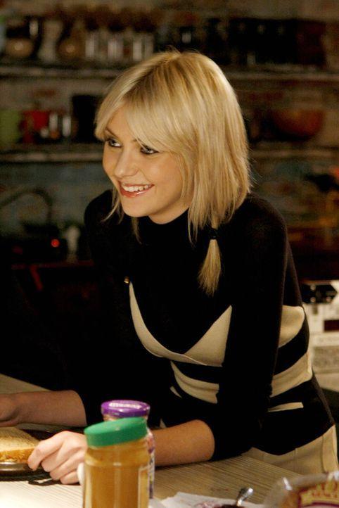 Nach und nach kann sich Jenny (Taylor Momsen) mit dem Gedanken anfreunden, einen weiteren Bruder zu haben ... - Bildquelle: Warner Brothers