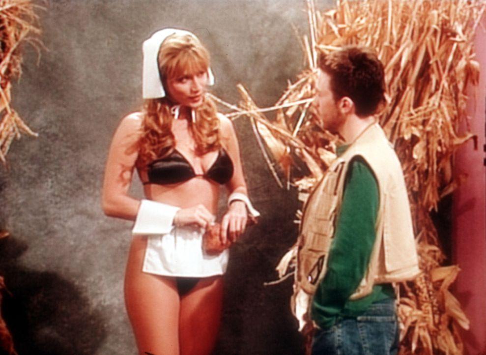 Bud (David Faustino, r.) versucht, Nachwuchsstar Crystal Clark (Krista Allen, l.) zu überreden, sich nackt für einen Pin-up-Kalender fotografieren z... - Bildquelle: Sony Pictures Television International. All Rights Reserved.