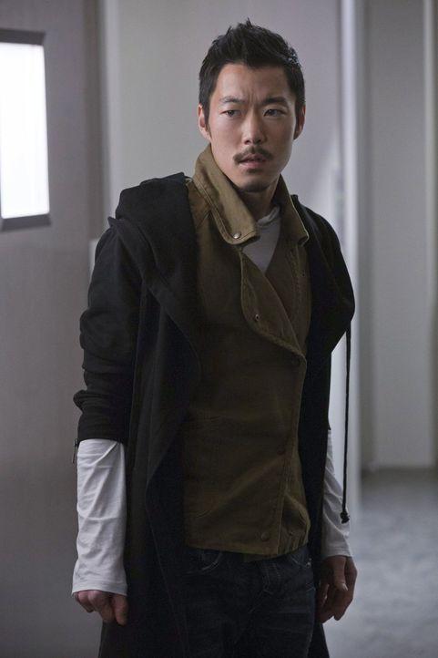 Wird Russell (Aaron Yoo) sich auf einen Deal mit dem Gründer einlassen? - Bildquelle: Warner Bros. Entertainment, Inc