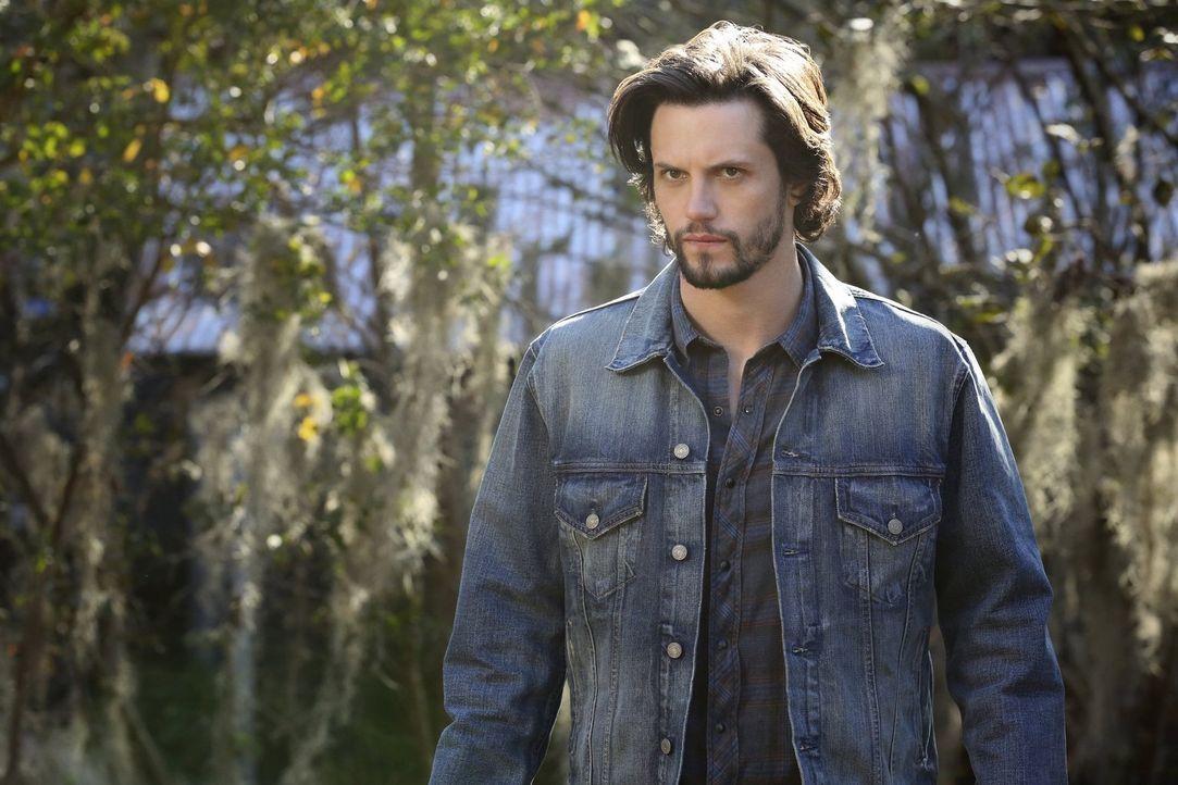 Während Jackson (Nathan Parsons) ein neues, mächtiges Rudel formiert, muss Elijah sich mit einem ungebetenen Gast herumärgern ... - Bildquelle: Warner Bros. Entertainment, Inc