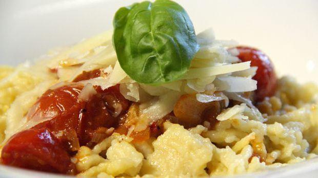 Spätzle mit Kirschtomaten und frischem Parmesan