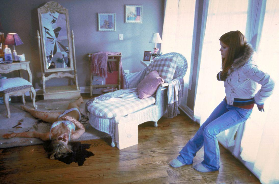 Samantha (Kate Mara, r.) kann nicht glauben, was mit Heather (Audra Lea Keener, l.) geschehen ist ... - Bildquelle: Sony 2007 CPT Holdings, Inc.  All Rights Reserved.